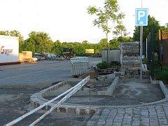 Parkovacím plochám v okolí nádraží se věnují v Českém Brodě dlouhodobě