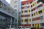 Skleněný výtah na dětském oddělení Oblastní nemocnice v Kolíně.
