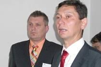 Ředitel nemocnice Pavel Nesnídal (vlevo) seznámil přítomné s plánovanými změnami. Tomáš Tvarůžek, majitel společnosti PP Hospitals (vpravo), celý projekt shrnul.