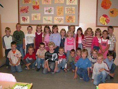 Prvňáčci z 1. C sedmé kolínské základní školy. Děti se seznámily se svou paní učitelkou Evou Konvalinkovou. Dychtivě vše v novém prostředí sledovaly.