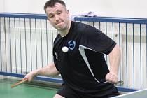 Přestože měl Radek Ulrich (na snímku) v zápase proti Krchlebům svalové problémy, v posledním zápase zabojoval a korunoval celkovou výhru rezervy Kolína 10:8.