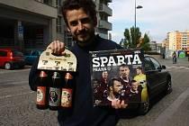 Tomáš Hladík získal karton piv značky Rohozec, sázenku do sázkové kanceláře Chance a také kalendář fotbalového klubu Sparta Praha.