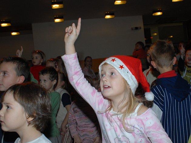 Z mikulášské besídky v Městském společenském domě v Kolíně ve středu 5. prosince 2007.