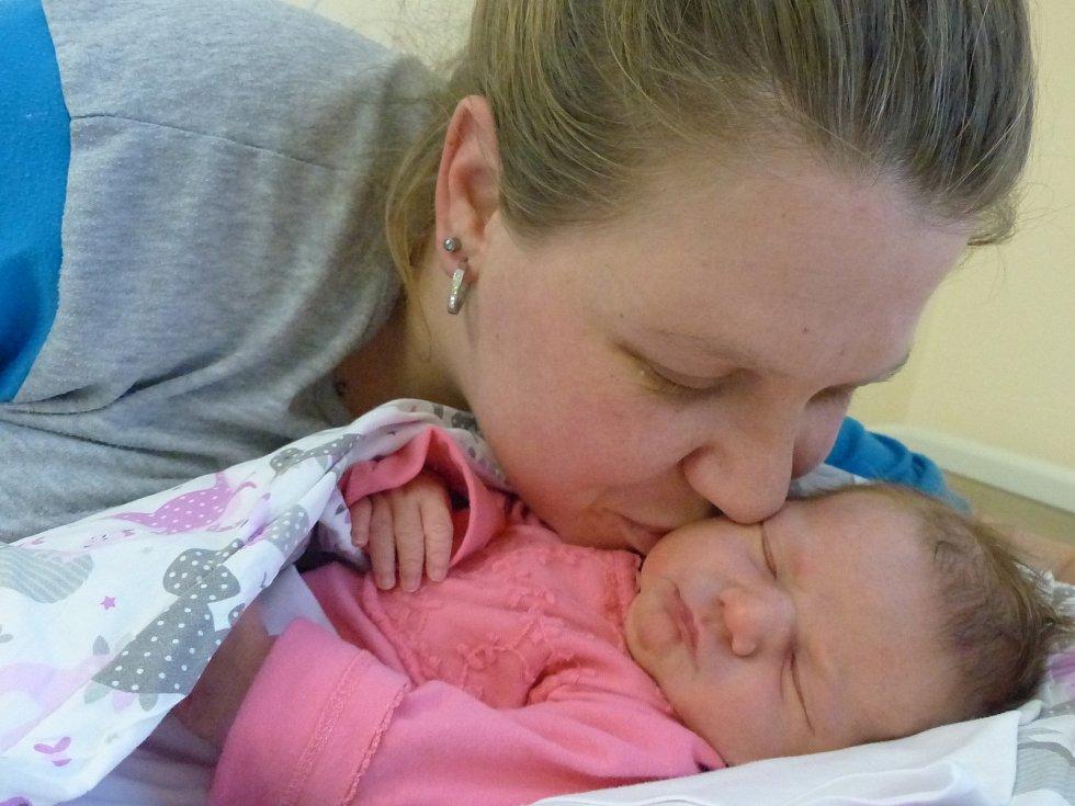 Valentýna Řípová se narodila 16. ledna 2021 v kolínské porodnici, vážila 3550 g a měřila 50 cm. V Chrášťanech ji přivítali sourozenci Vlastimil (27), Samuel (10), Karolína (4) a rodiče Simona a Vlastimil.