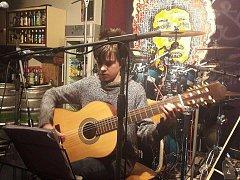 Hudebníci na Polabském rockování hráli bez nároku na odměnu. Veškeré vybrané peníze poputují Maximkovi.