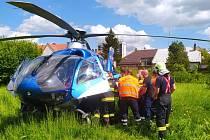 Pomoc záchranářů při kolapsu muže v Kolíně.