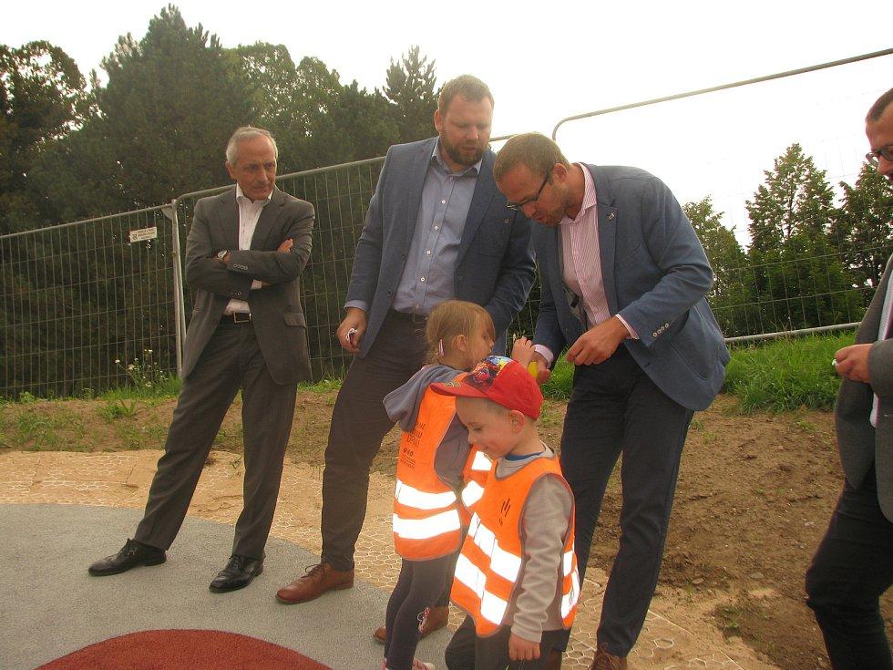 Ze slavnostního otevření kuličkového hřiště v Kolíně.