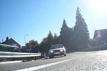 První šoféři se projeli po novém asfaltovém povrchu včera večer.