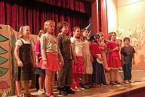 Druháci předvedli nejen pěvecké, ale i herecké výkony.