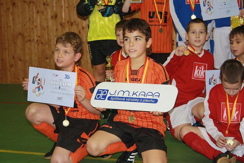 Velký Vánoční turnaj J.M.KAPA pro ročníky 2003 a mladších ve fotbale uspořádal Sokol Jestřabí Lhota ve sportovní hale při Základní škole Mnichovická Kolín.