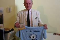 Vítězslav Holík z Kolína si z naší kolínské redakce odnesl speciální tričko pro vítěze kola a volný tiket sázkové kanceláře Fortuna v hodnotě 100 korun.