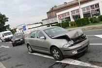 Dopravní nehoda u čerpací stanice.