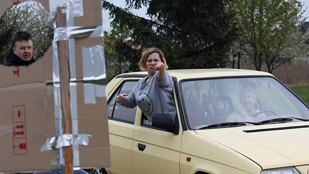 Ve Škvorci proběhla orientační automobilová soutěž.