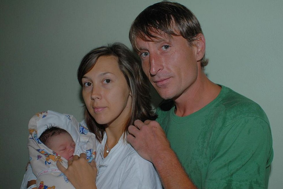 Ani vydatný déšť nezabránil tatínkovi Michalovi v tom, aby v porodnici nenavštívil dceru Viktorii Krausovou, která se narodila 16. září s váhou 3 840 gramů a výškou 51 centimetr a její maminku Michaelu. Doma v Kolíně na ně čekala čtyřletá Barbora.