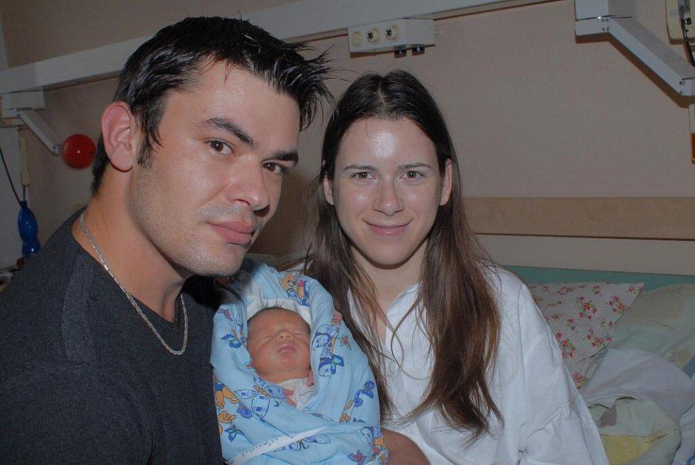 Tatínek Štěpán se přišel do porodnice potěšit s prvorozeným synem Štěpánem Novákem, který se s váhou 2 560 gramů a výškou 48 centimetrů narodil 15. září. S maminkou Veronikou si jej odvezli do Mlékovic.