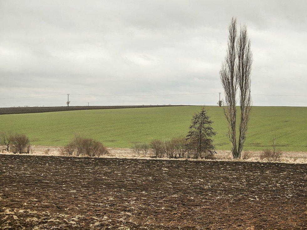 Kudy by měla vést vysokorychlostní trať? Krajinou u Dolních Chvatlin.