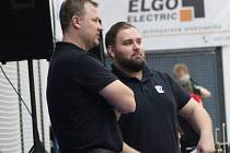Trenér Kolína Pavel Beneš (vlevo) s asistentem Filipem Rytinou.