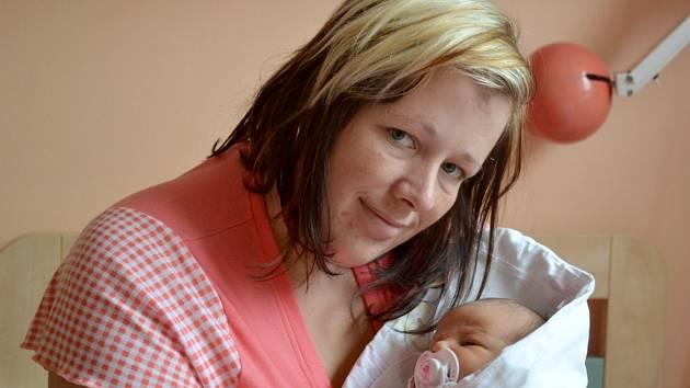 Tereza Novotná se narodila 10. září 2013 s mírami 48 centimetrů a 3300 gramů. S maminkou Pavlínou a tatínkem Janem odjela za tříletou Nikolkou do obce Brambory.