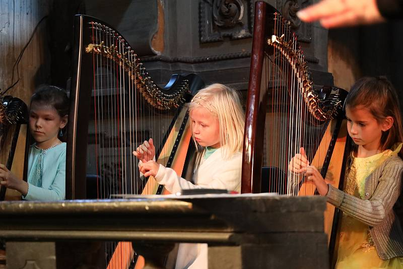 Benefiční koncert ve Štolmíři.