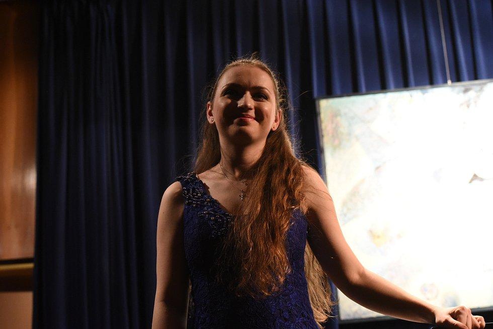 Mladá nadějná umělkyně zahrála tři skladby Petra Iljiče Čajkovského – Nocturno a Humoreska opus 10, Romance opus 5 a šestivětou Šest skladeb opus 19.
