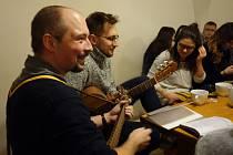V kolínském skautském institutu zazněly vánoční písně.