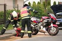 Motorkář se srazil se dvěma osobními vozidly. 1.6. 2009