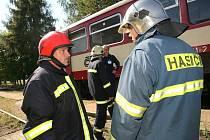 Technická závada na vlaku u Bošic nedaleko Kouřimi zaměstnala profesionální hasiče