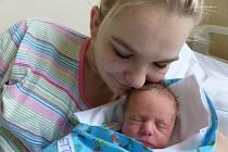 Tomáš Kronowetter se narodil 2. prosince 2019 v kolínské porodnici, vážil 2760 g a měřil 47 cm. V Poděbradech se z něj těší sestřička Nela (8) a rodiče Michaela a Tomáš.