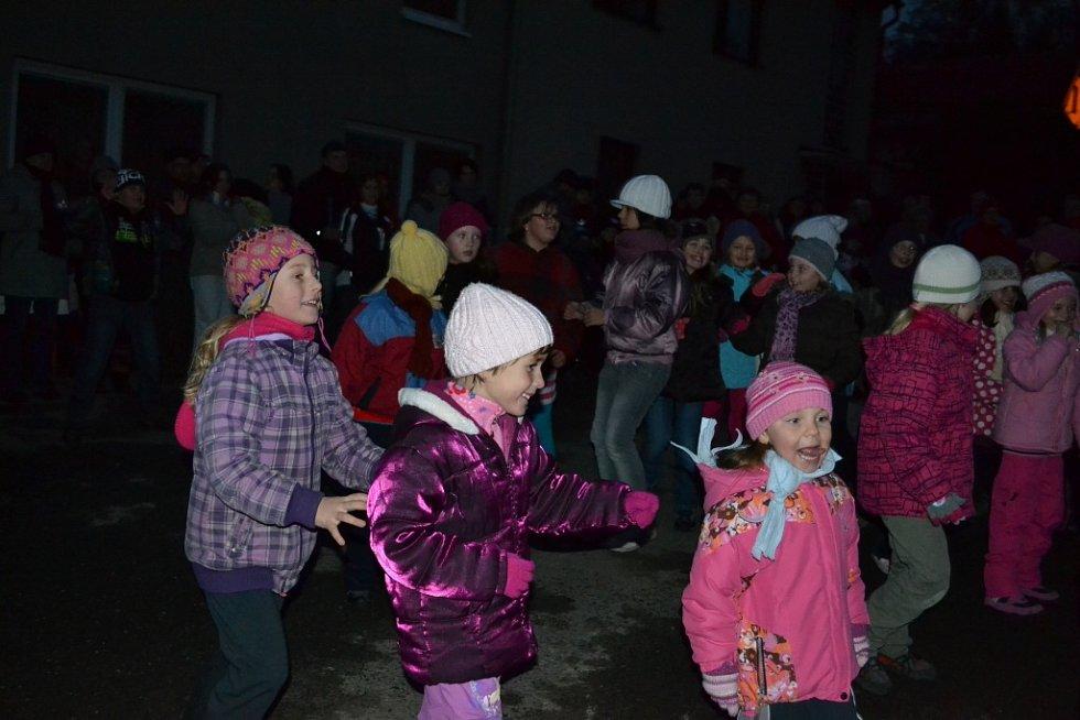 Vánoční stromečky rozzářily nejednu obec