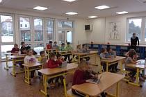 Žáci v Bečvárech využívají novou budovu na přírodovědecké a technické předměty i na vaření.
