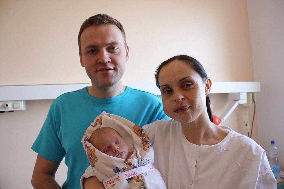Adéla Brožová přišla na svět 17. března 2010 s porodní váhou 2550 gramů a mírou 47 centimetrů. S rodiči Olgou a Martinem zamíří domů do Uhlířských Janovic.