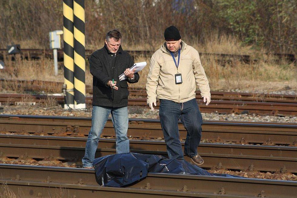 Ve Velkém Oseku vypadl muž z jedoucího rychlíku.