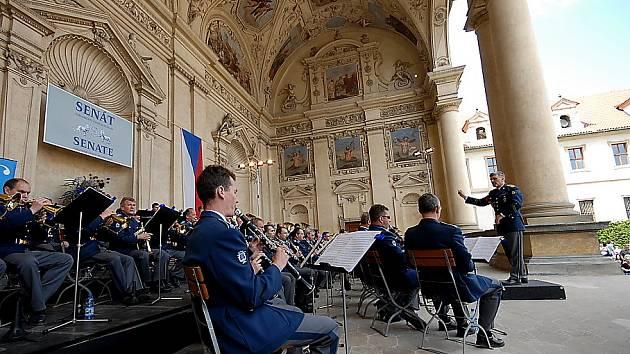 Přátelé Františka Kmocha vyrazili do Prahy na hudební poctu svému slavnému kapelníkovi