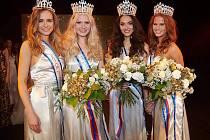 Miss ČR je Kolíňačka Nikola Kokyová (druhá zprava).