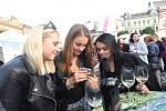Prezentace moravských i jiných vín na kolínském Karlově náměstí.