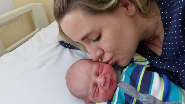 Maxmilián Vallo se narodil 7. dubna 2021 v kolínské porodnici, vážil 3150 g a měřil 50 cm. V Sendražicích ho přivítala sestřička Aninka (2.5) a rodiče Iveta a René.