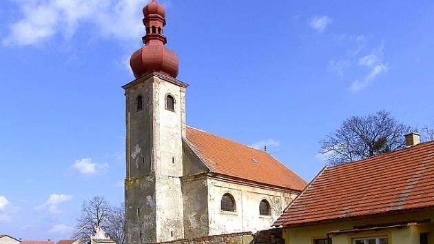 Kostel v Rostoklatech.