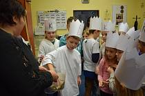 K tříkrálovému průvodu se přidaly i děti ze školní družiny z 5. základní školy Mnichovická v Kolíně.