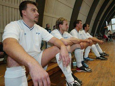 Druhou ligu by měli  hrát Jan Hovorka (zleva), Petr Hübšt a Tomáš Hovorka (vpravo) a Jaroslav Havrda (třetí zleva) byl vyřazen.