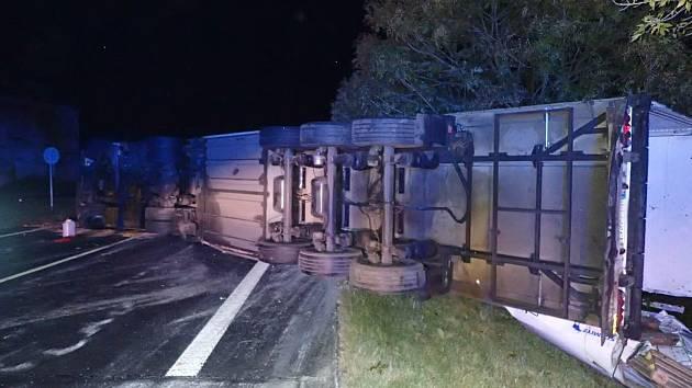 Havárie kamionu na silnici I/12 u Břežan I.