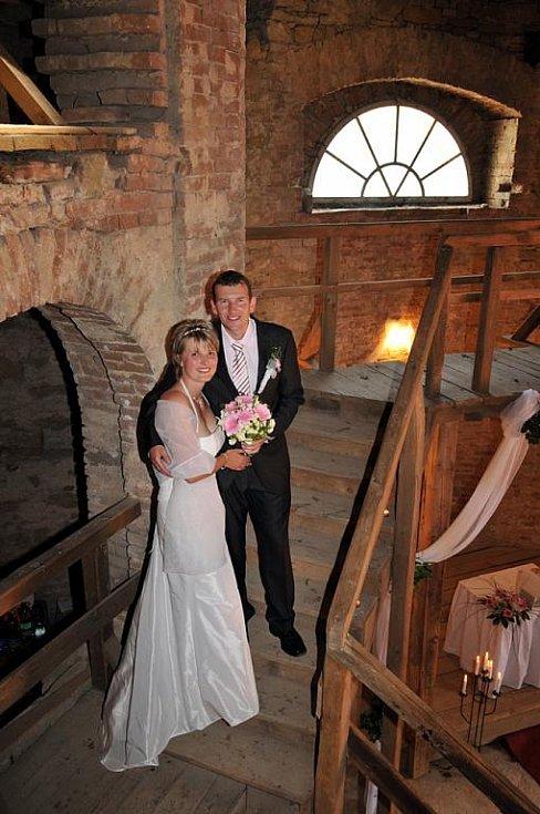 V kapli zámku Kačina spojili v sobotu své osudy Ing. Ludmila Zvoníková z Kolína a Dennis Ronÿs z Holandska.
