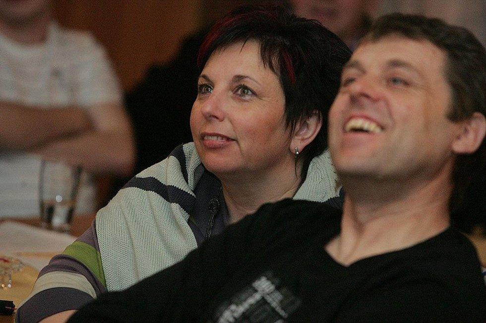 Fanklub Martiny Sáblíkové sledoval zlatý závod na velkoplošné obrazovce ve Velkém Oseku