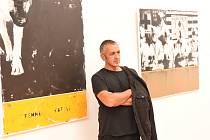 Z vernisáže výstavy prací portugalského umělce Paula Jacinta Alvese ve stylu amerického popartu v Galerii města Kolína.