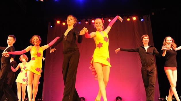 Tanečníci CrossDance bilancovali v divadle