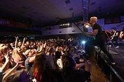 Kapely Poetika a Mirai rozvášnily v kolínském kulturáku stovky mladých posluchačů.