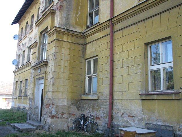 Dům hrůzy ve Velkém Oseku zvaný Žluťák a jeho okolí