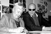 Kamila Moučková si v Bestiáři zahrála babičku. Marek Vašut ztvárnil politika.
