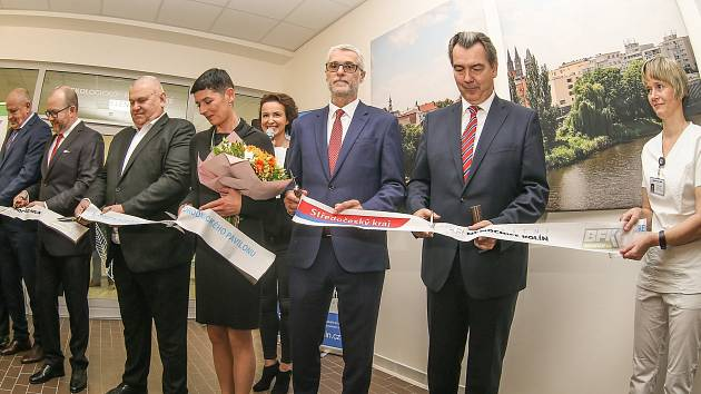 Ze slavnostního otevření zrekonstruovaného gynekologicko - porodnického oddělení v Oblastní nemocnici Kolín.