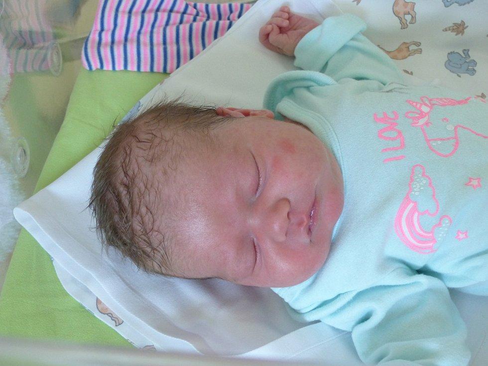 Amálie Jindrová se narodila 2. června 2021 v kolínské porodnici, vážila 3310 g a měřila 49 cm. V Kostelci nad Černými Lesy ji přivítal bráška Matyáš (4) a rodiče Lucie a Jiří.