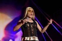 Travesti show tentokrát povolala na pódium záchranáře